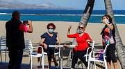 coronavirus-turistas-playa-reuters.jpg