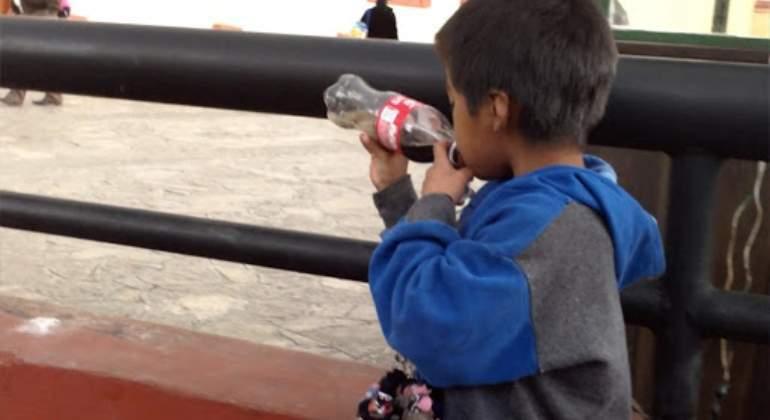 Diputados alistan iniciativa para prohibir la venta de productos chatarra a menores en todo el país