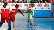 Los-deportes-de-equipo-y-que-fomentan-la-cooperacion-ayudan-a-prevenir-el-ciberbullying.jpg