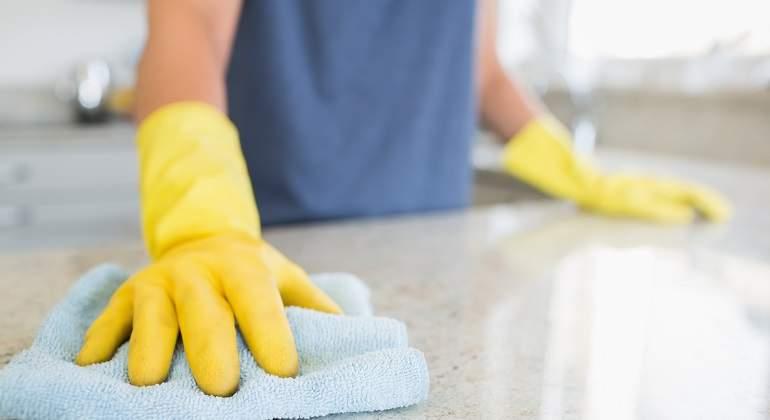 Limpiar-con-guantes.jpg