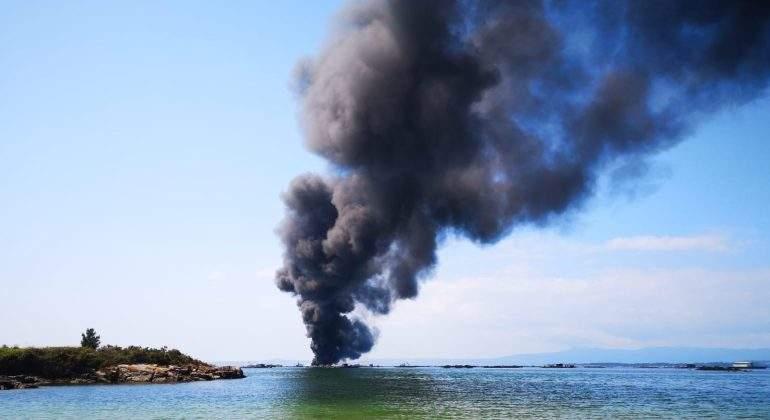 ria-pontevedra-barco-incendio--europapress.jpg