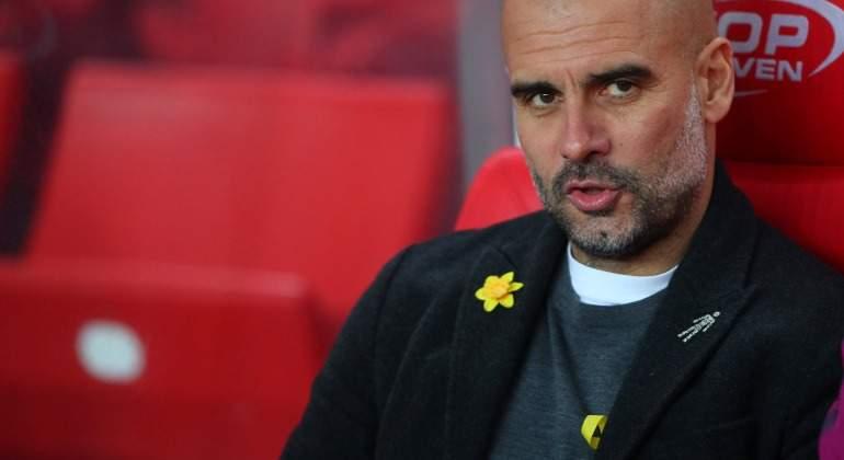 Guardiola-serio-lazo-amarillo-chaqueta-Stoke-2018-Reuters.jpg