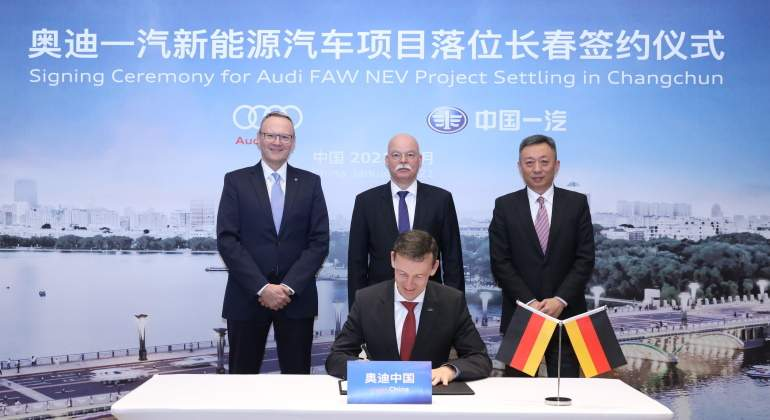 firma-acuerdo-audi-y-faw-china-europa-press.jpg