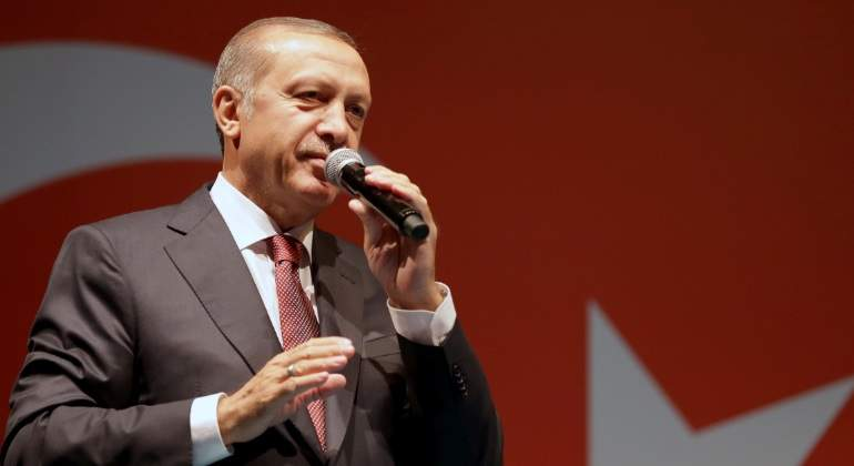 erdogan-microfono-bandera-reuters.jpg