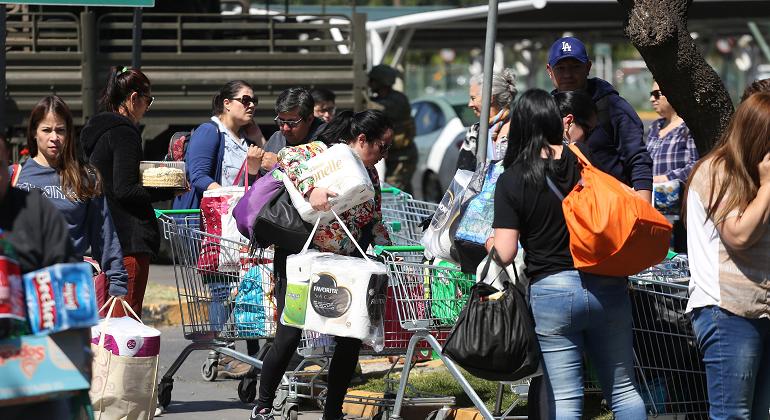 Gobierno chileno solicita a supermercados que congelen precios de productos  - eleconomistaamerica.cl