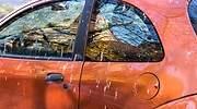Un-coche-naranja-lleno-de-suciedad-iStock.jpg