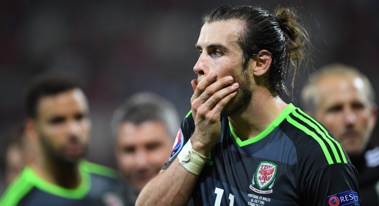Bale-tapa-cara-Gales-2016-efe.jpg