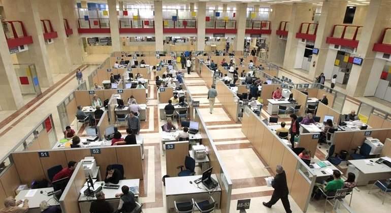 La agencia tributaria al borde del precipicio en su 25 aniversario - Oficinas de la agencia tributaria ...