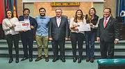 El-equipo-de-Dsign-Cloud-recibe-el-premio-de-manos-de-Javier-Tome-en-representacion-de-Bankia-defini.jpg