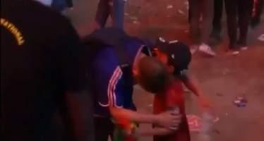 Un niño portugués consuela a un aficionado francés roto y conmueve a toda Europa