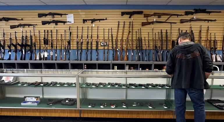 Interior endurece los requisitos de acceso a las armas de fogueo
