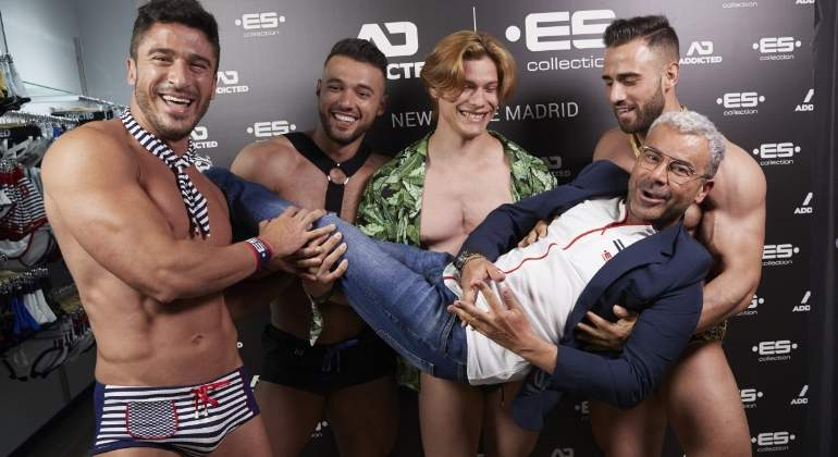 64721a100 La noche más loca de Jorge Javier Vázquez: en Chueca y con cuatro hombres  en calzoncillos - Informalia.es