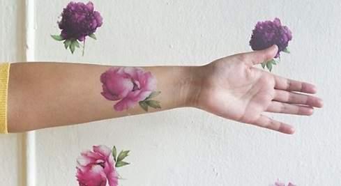 Los tatuajes con perfume desatan la locura en las redes