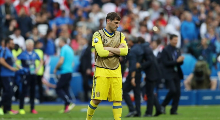 Casillas-espana-distraido-francia-2016-reuters.jpg