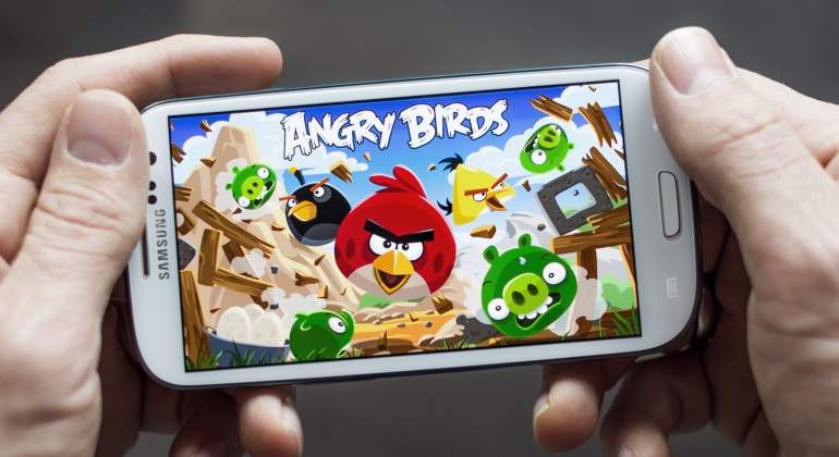 angry-birds-movil-dreamstime.jpg