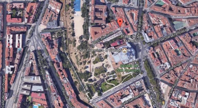 Un hombre, muy grave tras ser golpeado en la cabeza con un martillo por su propia hija en pleno centro de Madrid
