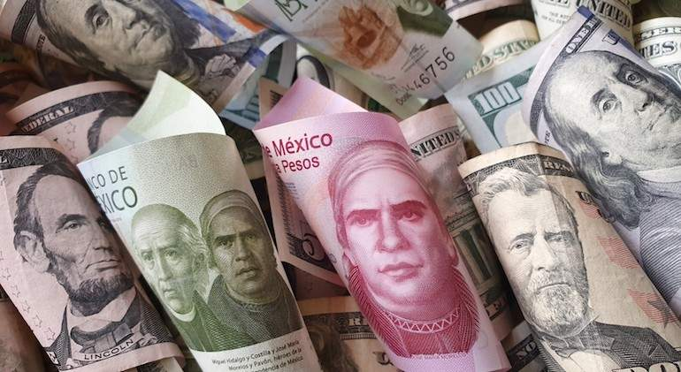 dinero-billetes-mxn-usd-dolar-peso-expansion-getty-istock.jpg