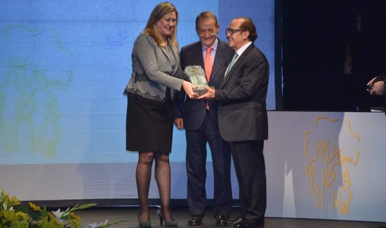 Foto XV Premio Famiilia Empresaria (3).JPG