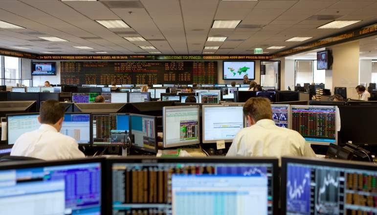 gestores-bolsa-fondos-ordenadores-pantallas-graficos-mercados.jpg
