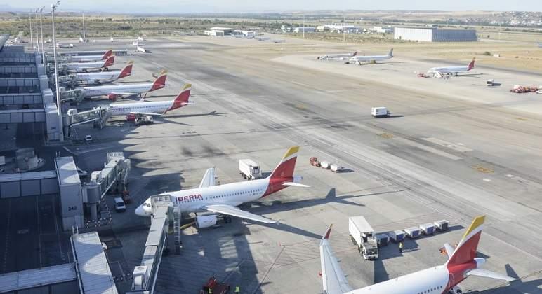 IAG reducirá su flota y negocia con Airbus y Boeing retrasar los ...