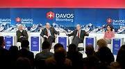 Ray Dalio en Davos junto a Ana Botn derecha y Christine Lagarde izquierda en 2015