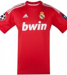 El adiós a la tradición con las nuevas camisetas de Real Madrid y Barcelona 70ef1c31b0046