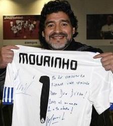 Maradona-camiseta-mourinho.jpg