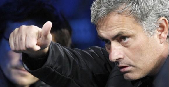 Mourinho-gesto-ok-bernabeu-2011-efe.jpg