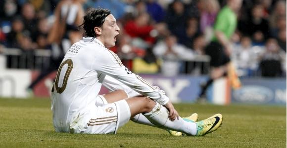 Directivos del Real Madrid inician una campaña contra Özil por su vida nocturna