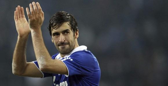 ¿Por qué no homenajea el Real Madrid a Raúl retirando su dorsal como el Schalke?