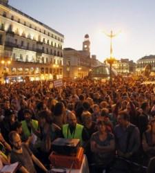 Indignados debaten sobre los posibles usos del hotel 'okupado' en Madrid