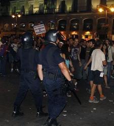 La policía carga contra los manifestantes laicos en Sol