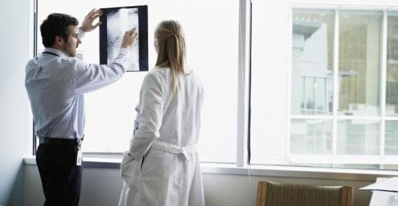 medicos-radiografia-quay-efe-.jpg