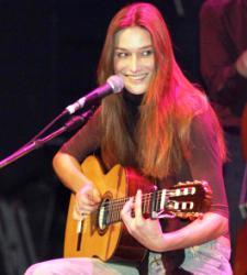carla_bruni_cantando.JPG