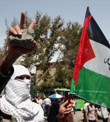 Palestino_con_bandera.jpg
