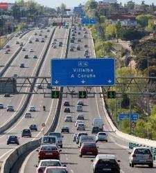 Fomento estudia cómo fijar el pago por uso en las autovías