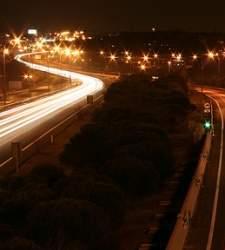 El ahorro apaga las carreteras de Madrid y merma la seguridad vial
