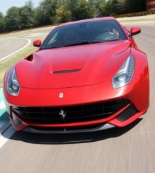 Italia dice adiós a la Dolce Vita: la crisis provoca el éxodo de miles de Ferraris