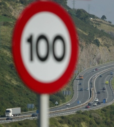 El Gobierno instalará el sistema de <b>velocidad variable</b> en autopistas y autovías - 225x250
