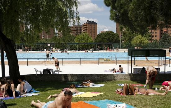 Abren las piscinas de la comunidad y del ayuntamiento de for Cuando abren las piscinas en madrid