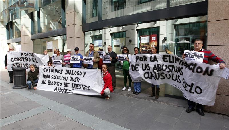 Medio centenar de afectados por las preferentes de bankia for Oficinas de bankia en madrid