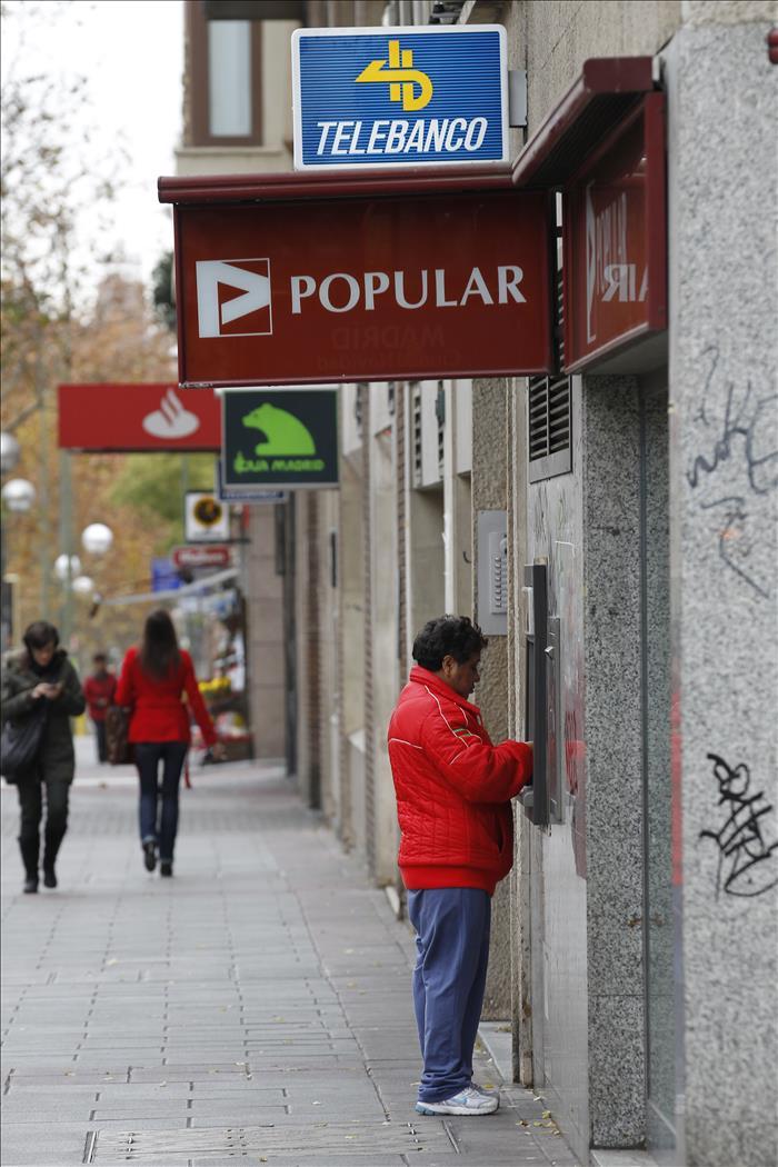 El gobierno pondr fin a la comisi n de dos euros por for Santander cajeros madrid