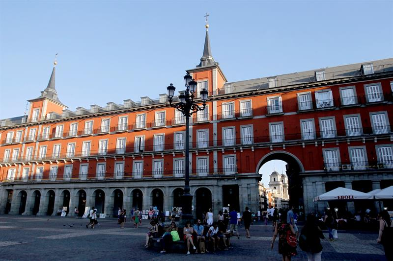 Los hoteles madrileños recibieron en agosto un 2,43 % más de visitantes