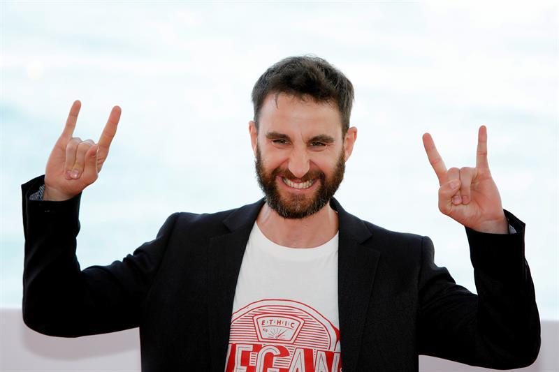 Dani Rovira se pone el traje de Superlópez y aprende a volar en Sitges