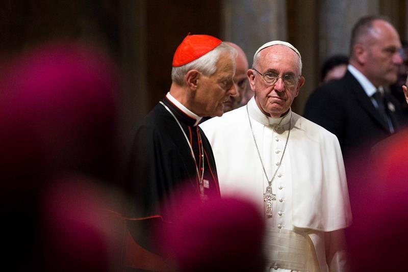 El papa acepta la renuncia del arzobispo de Washington acusado de encubrir abusos