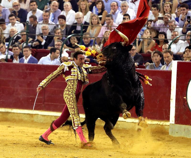 """Gran tarde de toros e histórico """"no hay billetes"""" en Sevilla por la Macarena"""