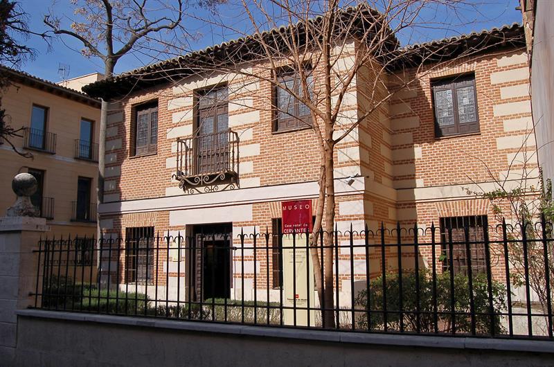 El Museo Casa Natal de Cervantes expone sus tesoros bibliográficos y artísticos