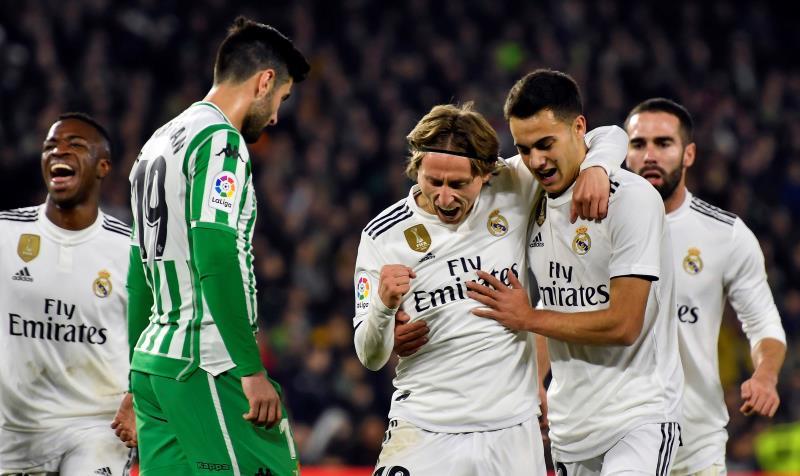 Messi logra el gol 400 en la Liga y Luis Suárez se le acerca