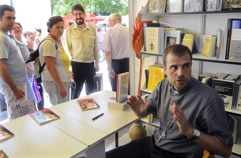 El obispo de solsona abre oficina correo y tel fono para for Telefono oficina de correos