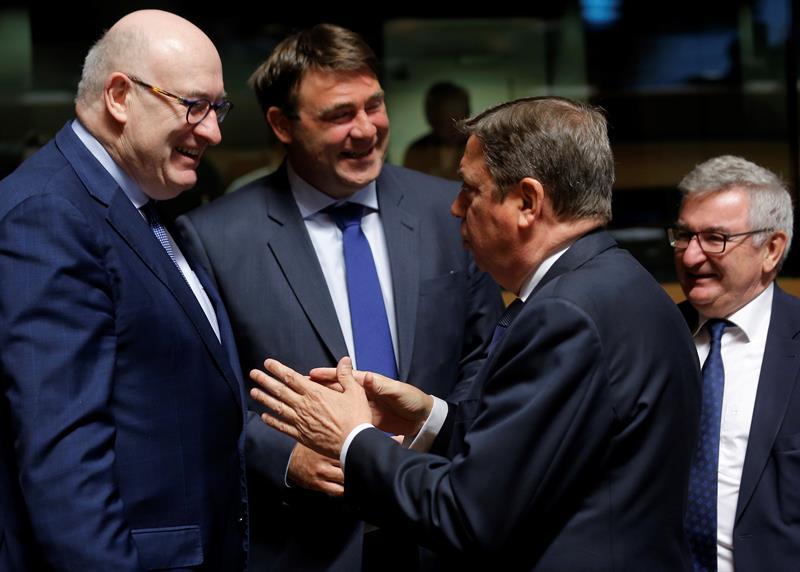 La UE preocupada por la situación del mercado del azúcar, vacuno y carne de ave